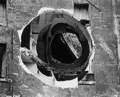 Gordon MATTA-CLARK: Conical intersect   Rencontres Internationales Paris/Berlin/Madrid  