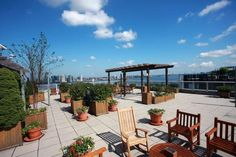 River Terrace And Warren Street | Rental | Battery Park City | New York    Listing Details  Type: Rental	 Rent: $3,610  Listing ID: 1073740	 Size: One Bedroom  Square Feet: 718	 2 rooms / 1 bed / 1 baths  Service Level: Full Service