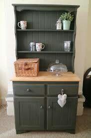 Welsh dresser colour ideas Sofa Furniture, Shabby Chic Furniture, Kitchen Furniture, Furniture Makeover, Dark Furniture, Shabby Chic Kitchen, Vintage Shabby Chic, Dark Green Kitchen, Kitchen Grey
