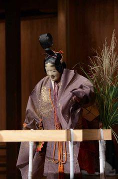 『井筒』Izutu Traditional Fashion, Traditional Art, Traditional Outfits, Noh Theatre, Japanese Mask, Japanese Landscape, Japan Art, Japanese Culture, Asian Beauty