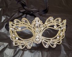 Rhinestone Crystal Masquerade Mask with Gold Frame/Masquerade Wedding/Halloween Mask Mascarade Mask, Gold Masquerade Mask, Masquerade Wedding, Masquerade Theme, Masquerade Halloween Costumes, Halloween Masks, Halloween Diy, Costume Venitien, Venetian Masks