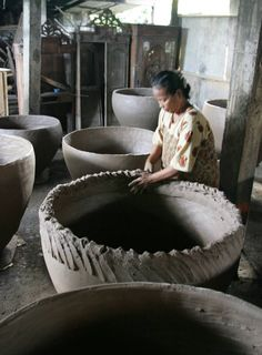 Potting large jars by coiling