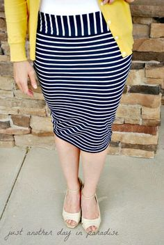 DIY: Pencil Skirt From T-shirt: Tutorial (I love the contrast waist! Diy Clothing, Sewing Clothes, Clothing Patterns, Skirt Fashion, Diy Fashion, Ideias Fashion, T Shirt Tutorial, Pencil Skirt Tutorial, Scarf Tutorial
