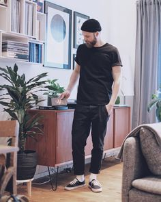 Black Vans Outfit, Vans Outfit Men, All Black Outfit Casual, Smart Casual, Men Casual, Urban People, Outfits Hombre, Stylish Mens Outfits, Poses For Men