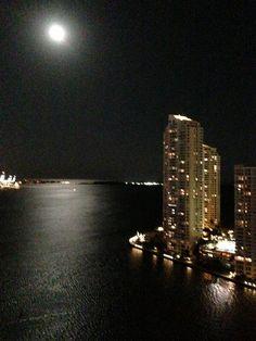 Tremenda noche a la luz de la luna.