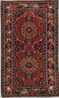 BAKHITIARI RUG Semi-antique, 213 x 132 cm.