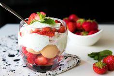 Fitness raňajky s vysokým obsahom bielkovín Matcha, Panna Cotta, Stevia, Granola, Parfait, Cheesecake, Good Food, Food And Drink, Pudding