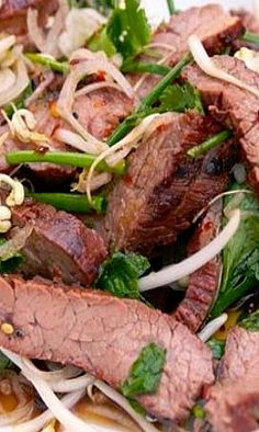 Home Made Doggy Foodstuff FAQ's And Ideas Thai-Style Marinated Flank Steak And Herb Salad Asian Recipes, Beef Recipes, Thai Recipes, Cooking Recipes, Healthy Recipes, Healthy Breakfasts, Healthy Snacks, Dinner Recipes, Beef Dishes