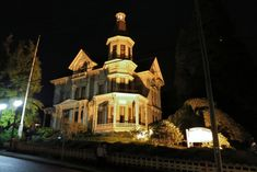 Flavel Mansion This mansion-turned-museum in Astoria is haunted by the ghosts of the Flavel family, who have made their phantom presence known by speaking amongst themselves and practicing music in empty rooms. A woman's ghost has been sighted in the hallway, and Mr. Flavel has been seen in his bedroom, before vanishing. Grand Lodge, Grand Hotel, Oregon Tourism, Best Ghost Stories, Underground Tour, Stair Climbing, Oregon Road Trip, Most Haunted Places, Places In America