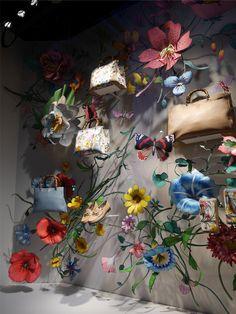 Isetan feiert das 50 jährige Jubiläum von Gucci in Japan, denn genau vor 50 Jahren eröffnete der erste Store. Die Fenster zeigen die Handwerkskunst und Kreativität von Gucci, einfach traumhaft inszeniert.