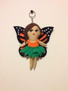 Hada con alas de monarca