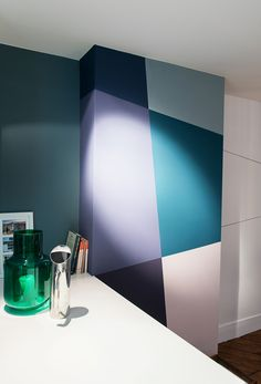 Graphics painting, Flat remodeling in Paris photo credit : Caroline Menne