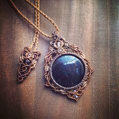 今日のマクラメ。 ハイパーシーンマクラメペンダント。 #MacrameJewelryMANO #macrame #マクラメ #handwork #handmade #bohemian #hippie #gypsy #ethnic #tribal #naturalstone #gemstone #stone #天然石 #accessories #pendant #hypersthene #ハイパーシーン #black