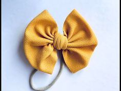 How To Tie A Flapless Bow On Nylon - YouTube Fabric Hair Bows, Diy Hair Bows, Diy Bow, Homemade Hair Bows, Ribbon Hair, Diy Baby Headbands, Diy Headband, Baby Headband Tutorial, Flower Headbands