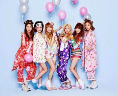 Laboum have a festive pajama party in 'sugar sugar' mv Pajama Party Outfit, Pj Party, Pajama Outfits, Pajama Party Grown Up, Party Games, Outfits Fiesta, Cosy Outfit, Adult Pajamas, Pink Balloons