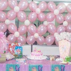 flower balloons as backdrop