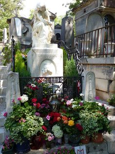 Pere Lachaise Cemetery - Chopin. Note floral tributes.