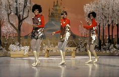 BEAUTIFUL DIANA ROSS AND THE SUPREMES SINGING ON STAGE    8x10 PHOTO 44