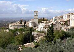 Assisi, zicht op bisschopskerk en bisdom vanaf Camping Fontemaggio.