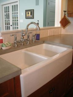 There it is! All three three elements of what I want. White subway tiles, farmhouse sink, and concrete counters.
