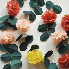 An awesome tutorial - pom pom vines for outdoor party decor!