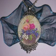 """Collier romantique de gaby féerie """"panier de fleurs de mon jardin avec roses et violettes"""""""