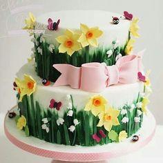 #ideiasdebolosefestas #ideiasdebolos #festajardim #festamenina #festainfantil #cake #flowers #ladybug #butterfly