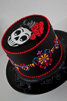 Skulls, calavera, day of the dead sugar skull cake Pretty Cakes, Cute Cakes, Beautiful Cakes, Amazing Cakes, Day Of The Dead Cake, Day Of The Dead Party, Day Of Dead, Bolo Halloween, Halloween Cakes