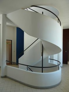 Villa Savoye, France - information + photos of this famus Le Corbusier building - Villa Savoye France, images of Modern French building: architecture Le Corbusier, Bauhaus, Spiral Staircase Dimensions, Spiral Staircases, Villa Savoye, Walter Gropius, Stair Steps, House Design Photos, Interior Stairs