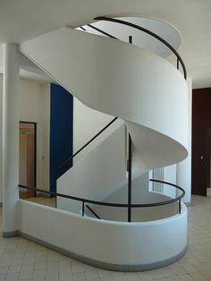 the master >> #modern spriral #stair // Villa Savoye x Le Corbusier #architecture #leCorbusier