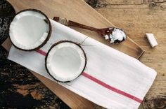 Curious about the benefits of oil pulling? It's a natural health process which brings with it a whole host of positive effects! The question isn't 'why should you be oil pulling? Coconut Oil Beauty, Coconut Oil For Teeth, Coconut Oil Pulling, Coconut Oil Uses, Benefits Of Coconut Oil, Coconut Water, Health Advice, Health And Wellness, Health And Beauty