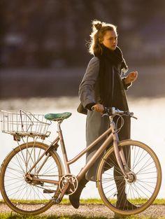 Copenhagen Bikehaven by Mellbin - Bike Cycle Bicycle - 2016 - 0137 Mode Outfits, Fashion Outfits, Womens Fashion, Bike Fashion, Fashion Hacks, Fashion Fashion, Korean Fashion, Urban Bike, Cycle Chic