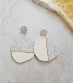 White and gold earrings Modern earrings Polymer earrings Contempotary jewellery Gift for her Clay eartings Golden eartings Ceramic Jewelry, Polymer Clay Jewelry, Ceramic Art, Handmade Polymer Clay, Clay Beads, Diy Clay Earrings, Cheap Earrings, White Earrings, Bijoux Diy