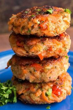 These salmon patties are flaky, tender and so flavorful. The crisp edges and big bites of flaked salmon are the hallmark of these salmon patties. They are the real deal! It's no wonder these salmon ca Baked Salmon Recipes, Fish Recipes, Seafood Recipes, Cooking Recipes, Leftover Salmon Recipes, Salmon Recipes Stove Top, Beef Recipes, Fish Cakes Recipe, Cooking Ham