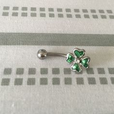 ✨ 2 for $15 ✨ Four Leaf Clover Belly Ring Four leaf clover belly button ring. Never worn. ✨Mix and match: 2 items for $15 on select jewelry✨ Jewelry