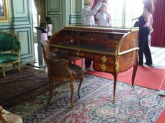 Transition Louis XV - Louis XVI period rill desk / bureau de cilindre by Leonard Boudin. Chateau de Champs.