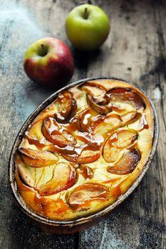 -Petit Flan Très Pommes - Apple Custard - the french way of oven-baked pancake Apple Desserts, Köstliche Desserts, Apple Recipes, Sweet Recipes, Delicious Desserts, Dessert Recipes, Dorian Cuisine, Apple Custard, Custard Tart