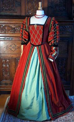 Costume - noble woman of the German Renaissance; Costume Renaissance, Renaissance Mode, Renaissance Fashion, Renaissance Clothing, Vintage Outfits, Vintage Dresses, Vintage Fashion, Historical Costume, Historical Clothing