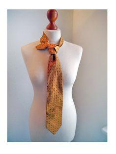 Vintage SILK Necktie Gold with blue dots von SuitcaseInBerlin,Trinity tie
