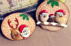 100 creative ideas for painting stones in the Christmas spirit! make christmas gifts yourself paint stones Christmas Pebble Art, Christmas Wood Crafts, Christmas Rock, A Christmas Story, Diy Christmas Gifts, Christmas Decorations, Christmas Ornaments, Christmas Ideas, Stone Crafts