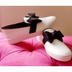 d569edb47d29 MICHAEL KORS White Leather  amp  Black Bow Sneakers Michael Kors Collection