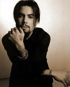 These are some of things I think about when I watch the Olympics. Olympian look-a-likes. Apollo Ohno and guitar player Dave Navarro? Pretty Men, Beautiful Men, Dave Navarro Ink Master, Beatiful People, Jane's Addiction, Johnny Weir, Foo Fighters, Documentary Film, Interesting Faces