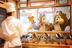 Chip & Dale watch Mickey Waffles being made at Tokyo Disney Resort Disney Fan, Disney Dream, Cute Disney, Disney Pixar, Walt Disney, Funny Disney, Disney Stuff, Disney World Parks, Disney World Vacation