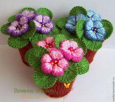 """Интерьерные композиции ручной работы. Ярмарка Мастеров - ручная работа. Купить """"Нарядные фиалочки"""" интерьерные вязаные игрушки. Handmade. Цветы"""