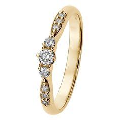Helene-korujen kolme keskustimanttia symboloivat rakastavaisten yhteistä menneisyyttä, tulevaisuutta ja tätä hetkeä. Timantit 0,10 + 2 x 0,03 + 6 x 0,01 H/SI. Design Assi Arnimaa. Saatavilla myös valkokultaisena sekä keltakultaisena valkokultaistutuksella. Suositushinta 1199 €. Diamond, Bracelets, Gold, Jewelry, Design, Jewlery, Jewerly, Schmuck