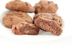 Nutella lava cookies: Like nutella wasn't amazing enough on its own... now you can wrap it in a crispy,chocolate cookie!
