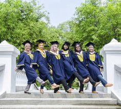 Preconvo| uitm |ATHARIPICTURES| Wedding.Convo.Corporate.Portraiture.  DM or Whatsapp 0125784260-en athari Email zainul.athari@gmail.com  #preconvo #uitm #jomkonvo #konvokesyen #vscomalaysia #uitmconvo #iiumconvocation #iium #malaysiaphotographer #atharipictures by atharipictures Graduation Picture Poses, College Graduation Photos, Graduation Portraits, Graduation Photoshoot, Graduation Photography, Graduation Diy, Grad Pics, Graduation Pictures, Cap And Gown Pictures
