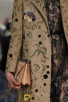 See the complete Valentino Spring 2017 Ready-to-Wear collection.<br> Fashion Group, Fashion Week, Fashion 2017, Runway Fashion, Spring Fashion, High Fashion, Fashion Show, Fashion Trends, Classy Fashion