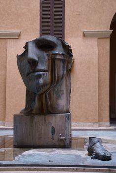 Rom, Piazza Mignanelli, Centurione von Igor Mitoraj (Centurion by Igor Mitoraj) Figurative Sculpture, Modern Art, Art Photography, Art, Contemporary Art, Contemporary Sculpture, Street Art, Beautiful Art, Love Art