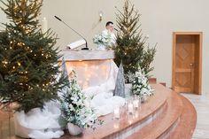 INNA Studio_wedding / flowers church for the wedding / kwiaty w kościele / dekoracja kościoła / biała dekoraja ślubu / fot. Aga Bondyra Fotografia